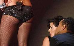 <p>La cantante de pop Britney Spears en una presentación en los premios MTV Video Music Awards, en Las Vegas (foto de archivo), sep 9 2007. La entrega de los premios MTV Video Music Awards, en la que se presenció el año pasado un desastroso espectáculo de Britney Spears, regresará el 7 de septiembre a Los Angeles por primera vez en una década, señaló el lunes el canal musical. El evento de alto calibre, ahora en su edición número 25, se realizará en la sede de Paramount Pictures en Hollywood, y será transmitido esa noche por MTV. Photo by (C) MIKE BLAKE / REUTERS/Reuters</p>