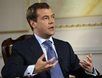 """<p>Президент РФ Дмитрий Медведев дает интервью Рейтер в Москве 23 июня 2008 года. Россия рассчитывает на переговоры о """"серьезном"""" пакте, регулирующем ее отношения с Евросоюзом, но не перегруженном детальными обязательствами, сказал в интервью Рейтер Медведев. (REUTERS/Grigory Dukor)</p>"""