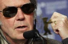 <p>Neil Young lança filme sobre shows contra guerra. O músico Neil Young em imagem de arquivo. Em 2006, após ter um aneurisma quase fatal, Young ficou tão engajado contra a guerra no Iraque que escreveu, gravou e lançou rapidamente o disco de protesto 'Living With War'. 8 de fevereiro. Photo by Hannibal Hanschke</p>