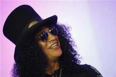 <p>Guitarist Slash smiles at the presentation of the new Activision game Guitar Hero III during the E3 Media and Business Summit in Santa Monica, California July 11, 2007. REUTERS/Mario Anzuoni</p>