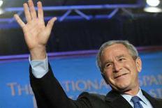 <p>Президент США Джордж Буш на национальном молитвенном завтраке в Вашингтоне 26 июня 2008 года. США исключают КНДР из списка стран, поддерживающих терроризм, сообщил президент США Джордж Буш, через несколько часов после того, как Северная Корея представила детальную информацию о своих ядерных программах. (REUTERS/Jonathan Ernst)</p>