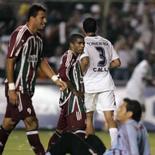 <p>Jogadores do Fluminense Washington, Junior César e o goleiro Fernando Henrique lamentam o terceiro gol sofrido pela equipe na derrota de 4 x 2 para a LDU, em Quito, no jogo de ida da final da Libertadores. Photo by Reuters</p>