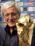 <p>Марчелло Липпи на пресс-конференции в Берлине, 10 июля 2006 года. Марчелло Липпи вновь назначен тренером сборной Италии по футболу, сообщила федерация футбола Италии. (REUTERS/Tony Gentile)</p>