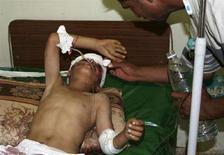 <p>Мальчик, раненый взрывом бомбы в иракской провинции Анбар, 26 июня 2008 года. Около 40 человек стали жертвами организованных боевиками взрывов в Ираке в четверг.</p>