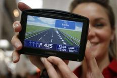 <p>TomTom, numéro un mondial des services d'aide à la navigation routière, annonce détenir 99,29% du capital de Tele Atlas, son principal fournisseur de cartes sur lequel il a fait une offre d'achat de 2,9 milliards d'euros. /Photo prise le 4 mars 2008/REUTERS/Morris Mac Matzen</p>