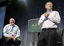 <p>Les larmes aux yeux, Bill Gates, ici aux côtés du directeur général de Microsoft Steve Ballmer, a fait ses adieux aux salariés du groupe qu'il a co-fondé en 1975 et dont il a fait le numéro un mondial des logiciels. /Photo prise le 27 juin 2008/REUTERS/HO</p>