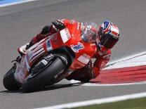 <p>L'australiano Casey Stoner su Ducati sul circuito olandese di Assen. REUTERS/Robin van Lonkhuijsen/United Photos</p>