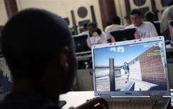 """<p>Studente dell'Accademia Militare Usa di West Point, New York, gioca al videogame """"America's Army"""". Giugno 2008. REUTERS/Mike Segar (Usa)</p>"""