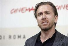 "<p>British Actor Tim Roth attends a photo call to present his latest movie ""Youth without youth"" at the Rome International Film Festival October 20, 2007. REUTERS/Dario Pignatelli</p>"