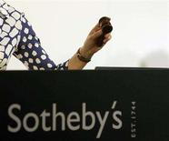 <p>Auctioneer Claudia Steinfels brings the gavel down as a painting is sold during Sotheby's auction of 154 pieces of Swiss art in Zurich May 27, 2008. REUTERS/Arnd Wiegmann</p>