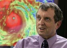 <p>Bill Read, il direttore del Centro nazionale statunitense per gli uragani . REUTERS/Joe Skipper</p>