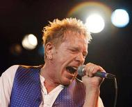 <p>Lead singer Johnny Rotten performs with the Sex Pistols at the Roxy bar in Los Angeles, October 25, 2007. REUTERS/Mario Anzuoni</p>