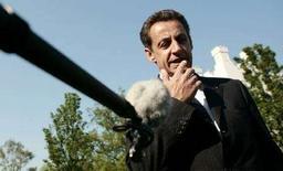 """<p>Президент Франции Николя Саркози выступает после встречи с американским коллегой Джорджем Бушем на саммите G8 в Германии 8 июня 2007 года. Ежегодные саммиты """"Большой восьмерки"""" """"лишены смысла"""" без участия таких крупнейших развивающихся стран, как Китай и Индия, заявил в субботу президент Франции Николя Саркози (REUTERS/Kevin Lamarque)</p>"""