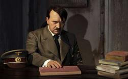 <p>Immagine d'archivio della contestata statua di cera di Adolf Hitler al museo Madame Tussauds di Berlino. REUTERS/Tobias Schwarz/Files (GERMANY)</p>