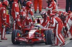 <p>Kovalainen conquista sua 1a pole na F1; Massa amarga nono lugar. O piloto da McLaren Heikki Kovalainen conquistou sua primeira pole position na Fórmula 1, neste sábado, após fazer sua volta de classificação para o GP da Inglaterra mais de um segundo mais rápido que seus adversários. 5 de julho. Photo by Stephen Hird</p>