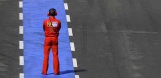<p>Ferrari pede desculpas a Massa após treino em Silverstone. A Ferrari se desculpou com o líder do campeonato de Fórmula 1, Felipe Massa, neste sábado, após ter decepcionado o brasileiro no treino classificatório para o GP da Inglaterra. 5 de julho. Photo by Eddie Keogh</p>