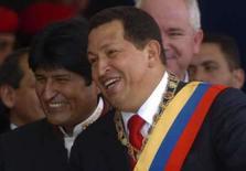 <p>Hugo Chávez junto com o presidente das Bolívia, Evo Morales, nas comemorações do dia da independência em Caracas, 5 de julho de 2008. Chávez é acusado de ter participado do 'escândalo da mala' argentino. Photo by Carlos Garcia Rawlins</p>