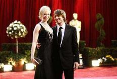 <p>Australian actress Nicole Kidman (L), dressed in Balenciaga and wearing a L'Wren Scott necklace, and her husband Keith Urban arrive at the 80th annual Academy Awards, the Oscars, in Hollywood, February 24, 2008. REUTERS/Carlos Barria</p>