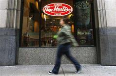 <p>A pedestrian walks past a Tim Hortons restaurant in Toronto October 26, 2007. REUTERS/Mark Blinch</p>