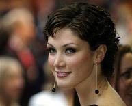 <p>Australian singer Delta Goodrem arrives at the premier of Spider-man 2 in central London July 12, 2004. REUTERS/Kevin Coombs</p>