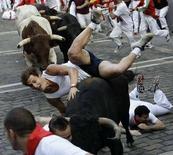 <p>La corsa dei tori oggi a Pamplona. REUTERS/Susana Vera</p>