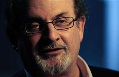 <p>British author Salman Rushdie speaks during an interview with Reuters in London April 15, 2008. REUTERS/Dylan Martinez</p>