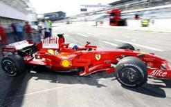 <p>Massa é o mais rápido em último dia de testes em Hockenheim. O piloto Felipe Massa manobra seu carro na saída dos boxes da Ferrari. Massa foi o mais rápido no último dia de testes para o Grande Prêmio da Alemanha de Fórmula 1, em Hockenheim. 10 de julho. Photo by Alex Grimm</p>