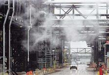 <p>A truck drives down a street at Syncrude's oil tar sands operation near Fort McMurray, Alberta in this May 23, 2006 file photo. Privately held Enhance Energy Inc said on Thursday it plans to build Alberta's first major carbon dioxide pipeline system to ship the greenhouse gas to old oil fields, where it can boost output. REUTERS/Todd Korol/Files</p>