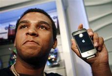 <p>Jordon Brown, the first buyer of the new Apple iPhone 3G in Toronto, shows off his phone July 11, 2008. The new iPhone is expected to attract hordes of buyers when it goes on sale on Friday in more than 20 countries and regions, helping Apple Inc. handily beat its target to sell 10 million of them by the end of 2008. REUTERS/Mark Blinch</p>