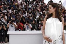 <p>Foto de arquivo de Angelina Jolie na 61a edição do Festival de Cannes, em maio deste ano. A estrela de Hollywood  deu à luz a um casal de gêmeos no sul da França, afirmou seu médico em um hospital no sul do país, neste domingo. Photo by Eric Gaillard</p>