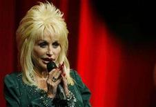 <p>U.S. singer Dolly Parton speaks at the launch of her Imagination Library book project at the Magna Centre in Sheffield, northern England December 5, 2007. REUTERS/Nigel Roddis</p>