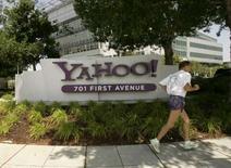 <p>Devant une commission du Congrès américain, un responsable de Yahoo a accusé mardi Microsoft de s'associer avec le milliardaire américain Carl Icahn pour forcer une vente au rabais des activités de recherche du pionnier de l'Internet. /Photo d'archives/REUTERS/Robert Galbraith</p>