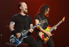 <p>Lead vocalist James Hetfield (L) and guitarist Kirk Hammett of the heavy metal band Metallica perform at the Wiltern theatre in Los Angeles May 14, 2008. REUTERS/Mario Anzuoni</p>