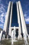 <p>Штаб-квартира компании Газпром в Москве , 27 июня 2008 года. Газпром пригрозил Белоруссии судебными исками в случае, если Минск не погасит свою задолженность за поставки газа, сообщил российский концерн. (REUTERS/Sergei Karpukhin)</p>
