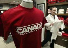 <p>A Hudson's Bay employee walks past a Canadian Olympic team clothing display at the retailer's flagship store in Toronto, January 26, 2006. REUTERS/J.P. Moczulski</p>