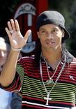 <p>Ronaldinho chega ao Milan em clima de festa e vai a Pequim. Ronaldinho Gaúcho deixou para trás um ano turbulento e foi recepcionado por 4.000 torcedores do Milan no centro de treinamento do clube italiano. De quebra, o jogador ainda foi liberado para disputar as Olimpíadas. 16 de julho. Photo by Alessandro Garofalo</p>