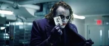 <p>Experts do Oscar moderam hype em torno do Coringa de Ledger. Quando o novo filme de Batman, 'O Cavaleiro das Trevas', começou a ser visto em pré-estréias alguns espectadores viram Heath Ledger como candidato instantâneo ao Oscar pelo papel do vilão ensandecido Coringa. Imagem do Filme. Photo by Reuters (Handout)</p>
