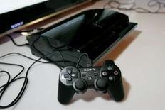 <p>Les ventes de la console de jeu PlayStation 3 ont été fidèles aux prévisions de Sony depuis le début de cette année fiscale, mais le P-DG de la filiale spécialisée dans les jeux vidéos du japonais, Kazuo Hirai, espère dépasser ces objectifs d'ici à la fin de l'exercice, le 31 mars 2009. /Photo d'archives/REUTERS/Kimberly White</p>