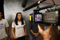 <p>Student Kristina Powis introduces herself on camera during a meeting of the Reality TV School in New York, July 8, 2008. REUTERS/Lucas Jackson</p>