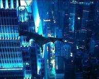 <p>Fotografía publicitaria del actor Christian Bale como Batman en la cinta 'The Dark Knight', 18 jul 2008.  REUTERS/Warner Bros. La nueva cinta de Batman 'The Dark Knight' logró recaudar una cifra récord de 18,5 millones de dólares con las proyecciones a medianoche antes de su estreno oficial del viernes, según el servicio de seguimiento de boleterías Media By Numbers. La cifra incluye lo recaudado en funciones de las medianoche del viernes sólo en 3.040 cines de Norteamérica. (Fotografía publicitaria) Photo by Reuters (Handout)</p>