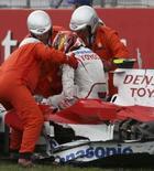 <p>Toyota diz que Glock está pronto para pilotar depois de acidente. O piloto Timo Glock é retirado de seu carro depois de acidente n GP da Alemanha. Glock vai testar  com a Toyota, na Espanha, depois de ter sido liberado pelos médicos após ter sofrido um acidente no Grande Prêmio da Alemanha, no domingo, informou a equipe de Fórmula 1. 20 de julho. Photo by Pool</p>