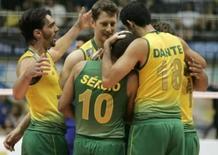 <p>Jogadores da seleção brasileira de vôlei comemoram a vitória sobre a Rússia na fase final da Liga Mundial, no Rio de Janeiro. Photo by Bruno Domingos</p>