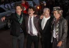 <p>A banda inglesa de rock Rolling Stones chega para premiére do fdocumentário de Martin, ' Shine A Light , em Londres, dia 2 de abril. A Universal Music assinou um contrato de gravação exclusivo, mundial e de longo prazo com os Rolling Stones, em um acordo que deverá prejudicar a antiga gravadora da banda, a EMI. Photo by Kieran Doherty</p>