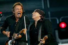 <p>Bruce Springsteen (L), Little Steven van Zandt (R) and the E Street Band perform at the Olympic Stadium in Helsinki July 11, 2008. REUTERS/Hannu Kivimaki/Lehtikuva</p>
