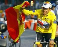 <p>Espanhol Sastre vence a Volta da França. Carlos Sastre, da equipe CSC, tornou-se o terceiro espanhol consecutivo a vencer a Volta da França após terminar com tranquilidade a última etapa no domingo. 27 de julho. Photo by Bogdan Cristel</p>