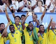 <p>Brasil bate Itália e conquista o tri mundial no futebol de areia. O Brasil venceu a Itália por 5 x 3, neste domingo, na final da Copa do Mundo de futebol de areia, em Marselha, França, e conquistou pela terceira vez seguida o título do torneio organizado pela Fifa. 27 de julho. Photo by Philippe Laurenson</p>