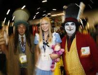 "<p>Attendees dress up as characters from ""Alice in Wonderland"" at the 39th annual Comic Con Convention in San Diego July 24, 2008. REUTERS/Mike Blake</p>"