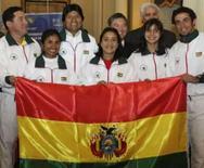 <p>Morales se diz envergonhado por delegação olímpica de 6 atletas. O presidente boliviano, Evo Morales,  em foto com os atletas da delegação olímpica boliviana. Morales disse que se sente 'envergonhado' pela incapacidade da Bolívia de enviar uma delegação numerosa e de alto nível competitivo aos Jogos Olímpicos. 28 de julho. Photo by Gaston Brito</p>