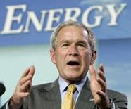 <p>Bush discursa sobre ebergia e economia em Ohio REUTERS. Photo by Larry Downing</p>