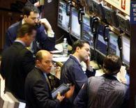 <p>Trader al lavoro. REUTERS/Brendan McDermid</p>